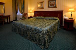 A bed or beds in a room at Zanhotel Europa