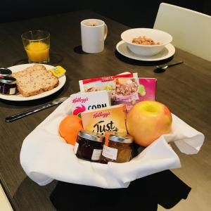 Breakfast options available to guests at Portman House