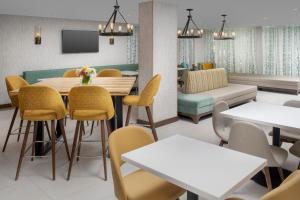 مطعم أو مكان آخر لتناول الطعام في فندق أوربانو ميامي