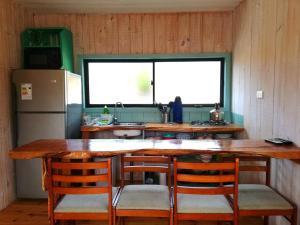 A kitchen or kitchenette at Cabañas Paidahue