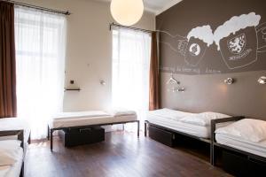 Een bed of bedden in een kamer bij Sophie's Hostel
