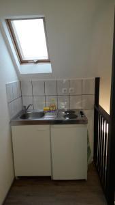 A kitchen or kitchenette at Ferienwohnung Laux