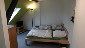 A bed or beds in a room at Ferienwohnung Laux