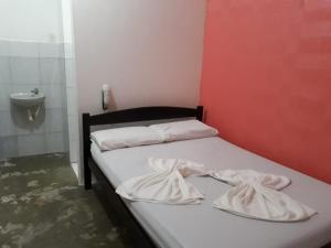 A bed or beds in a room at Pousada Fenix