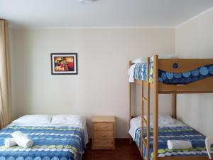 A bunk bed or bunk beds in a room at Paracas Backpackers House