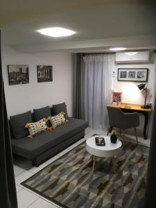 A seating area at Appartement Saint-Sauveur