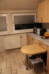 A kitchen or kitchenette at Pension Am Waldeck