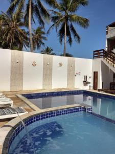 The swimming pool at or near Pousada e Restaurante Altas Horas Beach