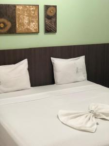 A bed or beds in a room at Hotel Rio Verde