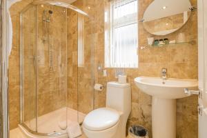A bathroom at Autumn House