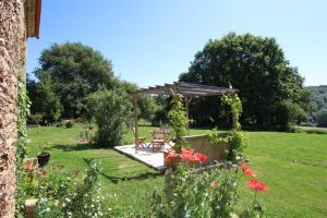 A garden outside Maison Lajus