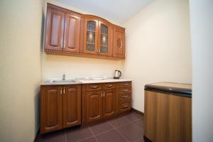 A kitchen or kitchenette at Lider Hotel