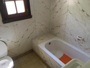 Un baño de Munay Posada y Cabaña