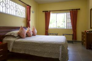 A bed or beds in a room at Surfers Beach Self Catering Chalets