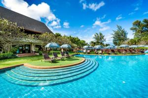 The swimming pool at or near Lanta Cha-da Resort