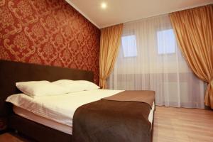 Кровать или кровати в номере Chkalov Hotel