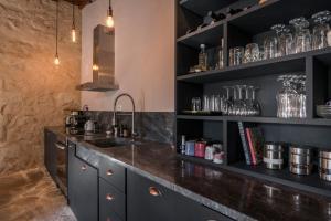 Majoituspaikan Boutique Villa Kalliope keittiö tai keittotila