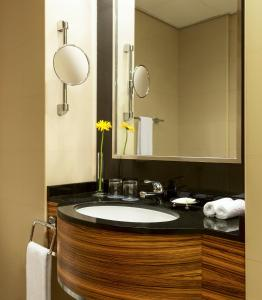 A bathroom at Four Points by Sheraton Downtown Dubai