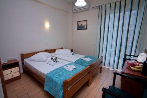 A bed or beds in a room at Hotel Loutraki