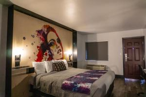 A bed or beds in a room at SureStay Hotel by Best Western Phoenix Downtown
