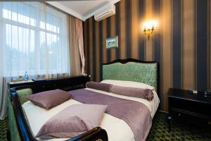 A bed or beds in a room at Boutique Hotel Pastel'