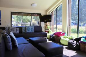A seating area at Lakefront Lodge Backpackers