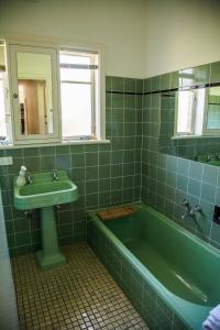 A bathroom at 725 Myrtleford-Yackandandah Road