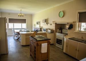 A kitchen or kitchenette at 725 Myrtleford-Yackandandah Road