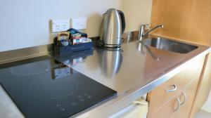 A kitchen or kitchenette at Sunset Motel