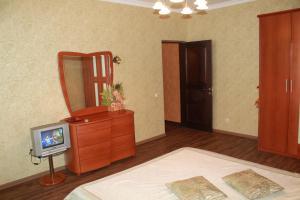 Телевизор и/или развлекательный центр в Апартаменты Ugodessa