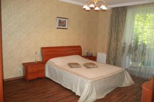 A bed or beds in a room at Ugodessa Apartments