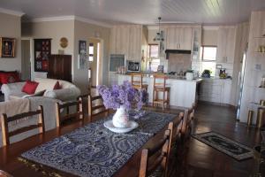 A kitchen or kitchenette at Traveller's Rest, Reebok