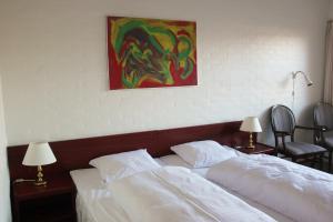 A bed or beds in a room at Sølyst Kro- Restaurant og Hotel I/S