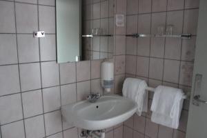 A bathroom at Sølyst Kro- Restaurant og Hotel I/S