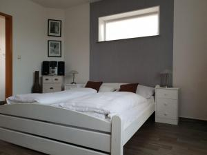 Ein Bett oder Betten in einem Zimmer der Unterkunft Nordsee-Hotel Dagebüll