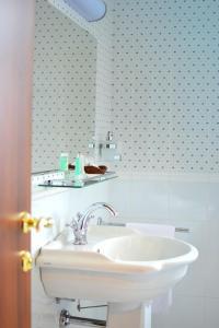 A bathroom at Kera Hotel
