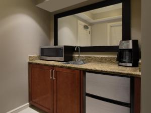 A kitchen or kitchenette at Marriott's Beach Place Towers