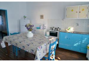 A kitchen or kitchenette at On the Waves of Klima