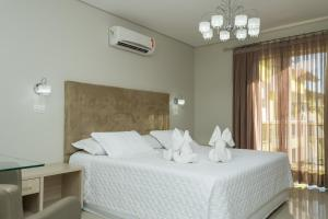 A bed or beds in a room at Marruá Hotel