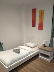 A bed or beds in a room at Modern&Cozy Rooms