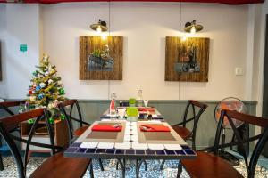 A restaurant or other place to eat at Little Saigon Boutique Hotel