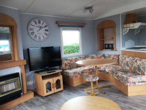 Een TV en/of entertainmentcenter bij Chalet direct aan zee