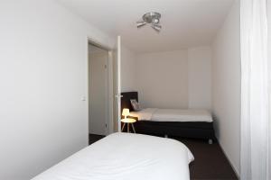 Een bed of bedden in een kamer bij De Overtoom