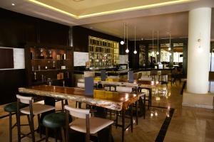 Un restaurante o sitio para comer en Bahia Principe Grand Coba - All Inclusive