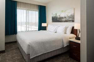 A bed or beds in a room at SpringHill Suites Chicago Lincolnshire
