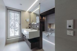 A bathroom at Mooser Hotel