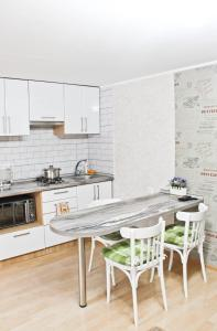 A kitchen or kitchenette at City Centre Apartment