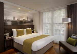 A bed or beds in a room at Citadines Trafalgar Square