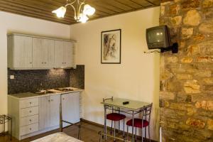 Η κουζίνα ή μικρή κουζίνα στο Village Inn