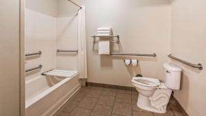A bathroom at Best Western Jacksonville Inn